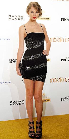 taylor swift dress people. Taylor Swift in Roberto